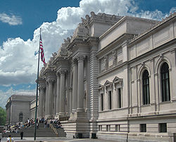 250px-Metropolitan_Museum_of_Art_entrance_NYC