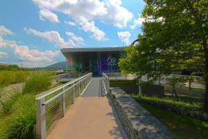 800px-Corning_Museum_of_Glass_Entrance